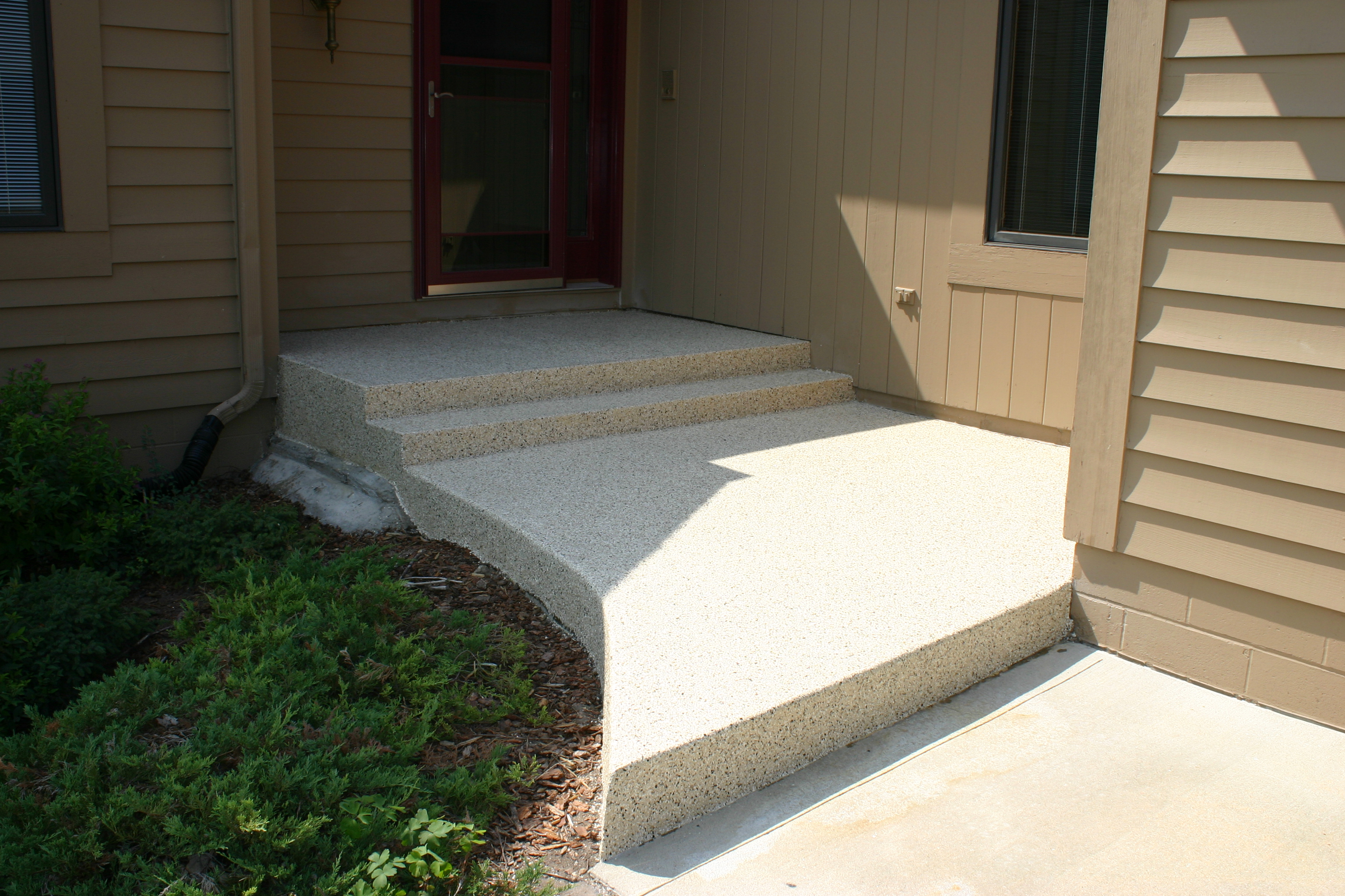 Concrete-coated front stoop